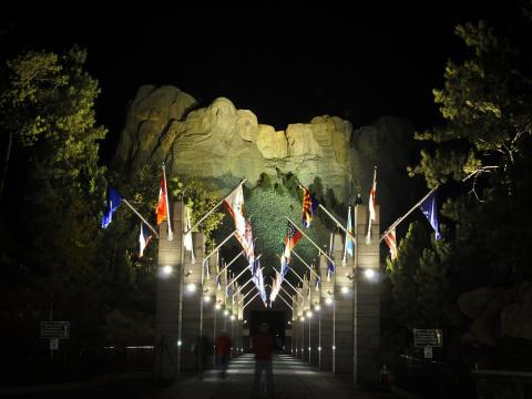 Illumination des célèbres visages du montRushmore pour en profiter même de nuit
