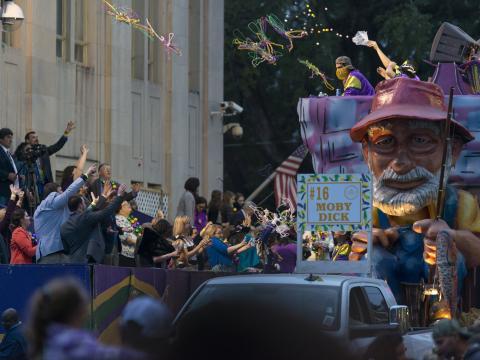 Moby Dick en impose lors du défilé du Mardi gras