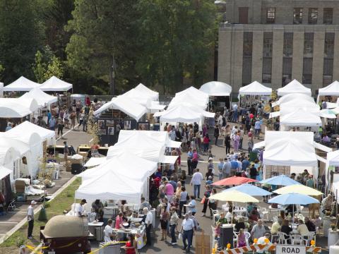 Les nombreuses tentes de la Greenwich Art Fair