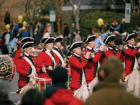 Corps de fifres et tambours lors du défilé de commémoration de l'anniversaire de GeorgeWashington