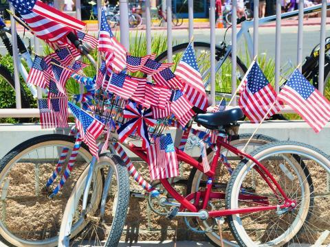 Vélos décorés aux couleurs des États-Unis pour le jour de l'Indépendance