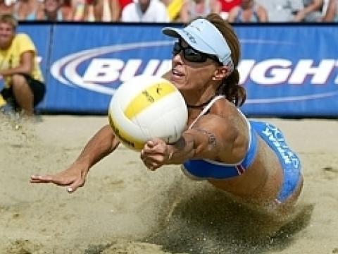 Le tournoi de volleyball AVP au Huntington Beach Pier