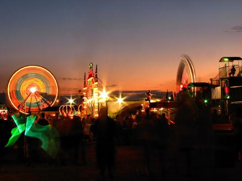Attractions illuminées de la Olmsted County Free Fair