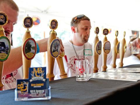 Découverte de différentes bières pression lors du World Expo of Beer