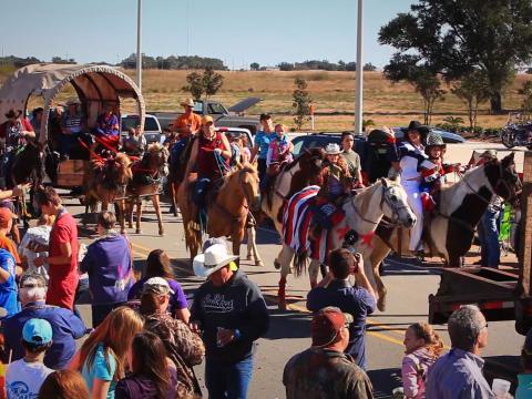 Défilé du Louisiana Fur and Wildlife Festival, qui célèbre les traditions amérindiennes, à Cameron