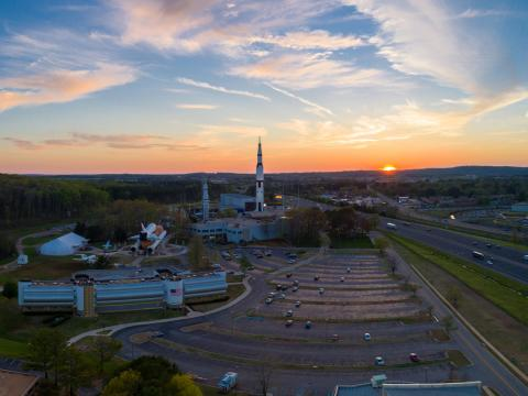 Vue aérienne du Space and Rocket Center de Huntsville, Alabama