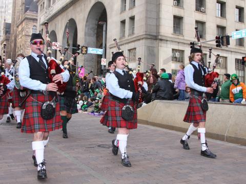 Joueurs de cornemuse durant le défilé de la Saint-Patrick à Pittsburgh, Pennsylvanie