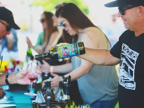 Dégustation de vins lors du Wine Festival Weekend à Paso Robles, Californie